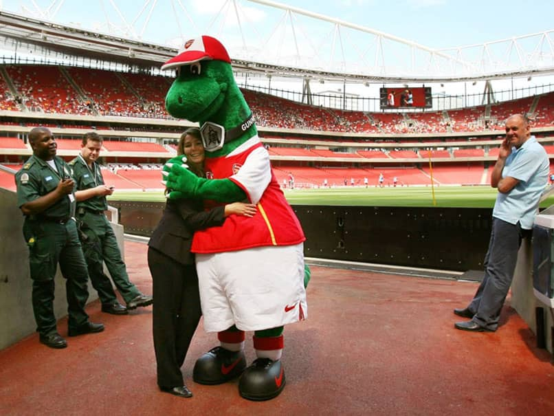 Premier League: Arsenals Mesut Ozil Steps In To Save Gunnersaurus From Extinction