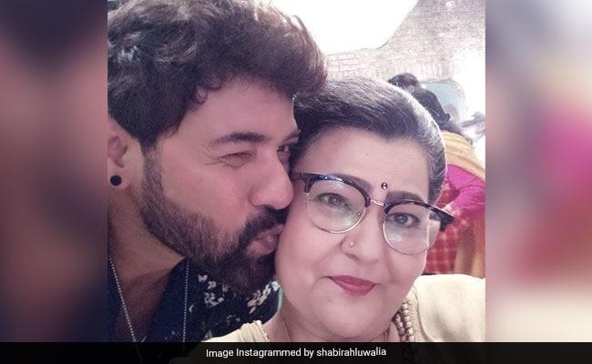 अभिनेत्री जरीना खान, कुमकुम भाग्याच्या इंदू दादी, वय 54 54 वाजता. शबीर अहलुवालिया, श्रीती झा वेतन श्रद्धांजली