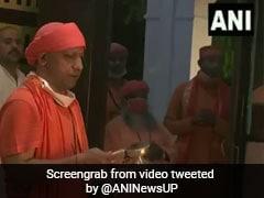 CM योगी आदित्यनाथ ने दुर्गा अष्टमी के मौके पर गोरखपुर में कुछ इस तरह की पूजा - देखें Video