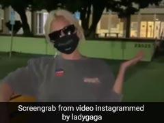 कैटवॉक करते हुए वोट डालने पहुंचीं लेडी गागा, Video हुआ वायरल
