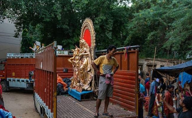बंगाल पूजा पंडाल अभ्यागतांसाठी नाही-प्रवेश मंडळे, केवळ संयोजकांना परवानगी आहे