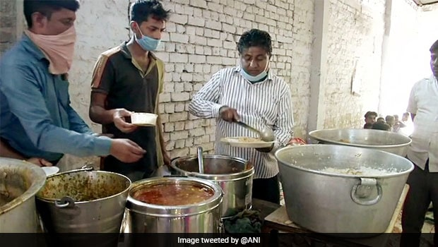 Did You Know: This Delhi Eatery Offers Complete Thali At Just Re.1