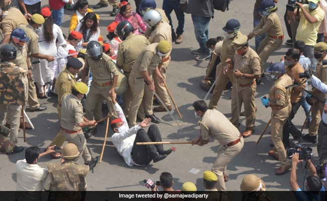 Samajwadi Party Workers Protesting Over Hathras Rape Lathicharged In Lucknow