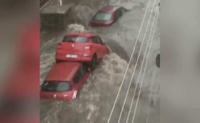 हाल ही में शहर में भारी बारिश हुई, जिससे कई हिस्सों में बाढ़ की स्थिति बन गई थी.