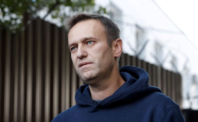 Kremlin Critic Alexei Navalny Faces Arrest As Flies Back To Russia