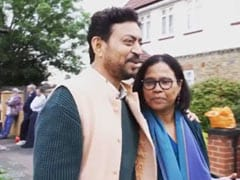 Irrfan Khan Singing <i>Mera Saaya Saath Hoga</i> With Wife Sutapa Sikdar In <I>Angrezi Medium</i> Memory