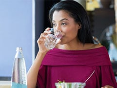 Does Drinking Water With Meals Cause Weight Gain? Nutritionists Explain