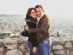 Kareena Kapoor And Saif Ali Khan's Loved Up Pic From Greece. Circa 2008