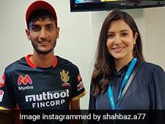 RCB के खिलाड़ी शाहबाज अहमद ने Anushka Sharma के साथ खिंचवाई फोटो, बोले- फैनबॉय मूमेंट...