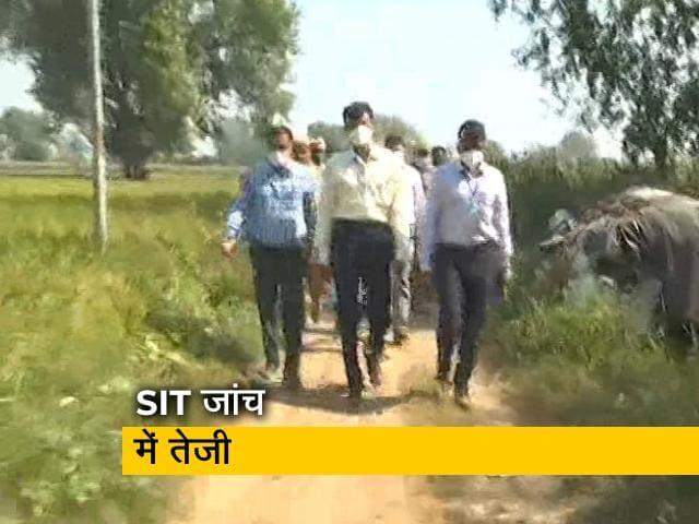Videos : हाथरस गैंगरेप : SIT की टीम एक बार फिर पीड़िता के गांव पहुंची