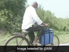 87 साल के बुजुर्ग डॉक्टर कर रहे नेक काम, कोरोना के बीच साइकिल से लोगों के घर जाकर कर रहे इलाज