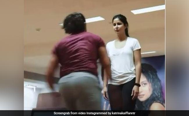 कैटरीना कैफ के पास तेजी से भागकर आए आमिर खान, अचानक लगा दी एक्ट्रेस पर छलांग- देखें थ्रोबैक Video