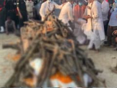 Chirag Paswan Faints After Lighting Father's Funeral Pyre