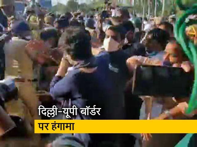 Videos : DND पर घायल कांग्रेस कार्यकर्ताओं को बचाती दिखीं प्रियंका