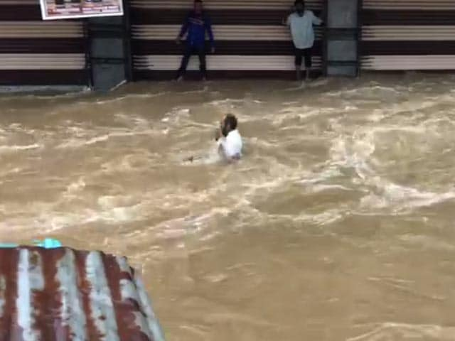 Video : Caught On Camera: Man Washed Away In Hyderabad As Locals Shout For Help