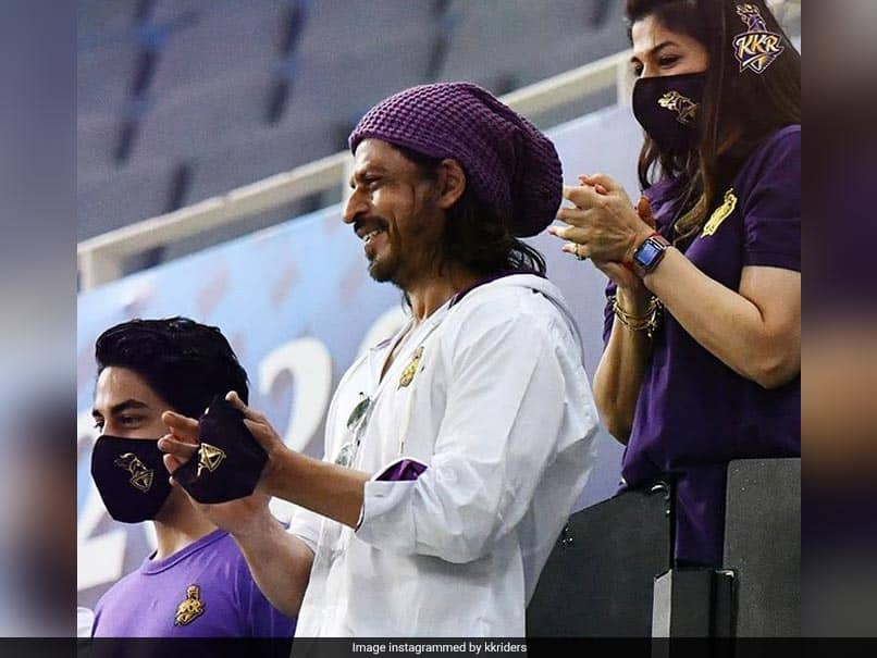 IPL 2020, KKR vs CSK: Shah Rukh Khan Shouts His Iconic Dialogue From Stands, Rahul Tripathi Bursts Into Laughter. Watch