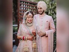 The Stunning Sabyasachi <i>Lehenga</i> That Neha Kakkar Wore For Her Gurudwara Wedding