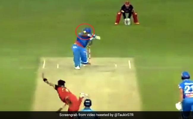 IPL 2020: गेंदबाज ने सिर पर डाली गेंद, तो ऋषभ पंत ने जड़ा छक्का, देख ताली बजाने लगे विराट कोहली - देखें Video