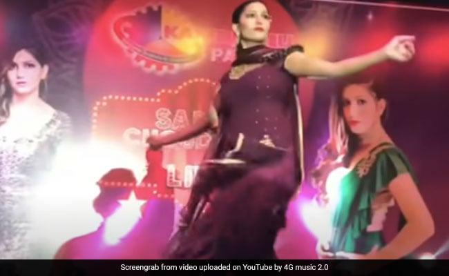Sapna Choudhary ने 'गज भर पानी ले चाली' गाने पर किया धमाकेदार डांस, बार-बार देखा जा रहा Video