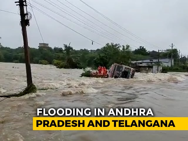 Video : Hyderabad Rain: Old City Colonies Flooded, Cars Submerged