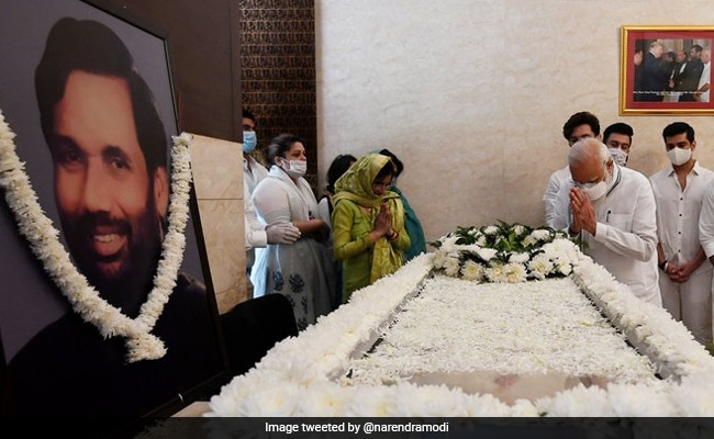 PM Modi Pays Last Respects To Ram Vilas Paswan In Delhi