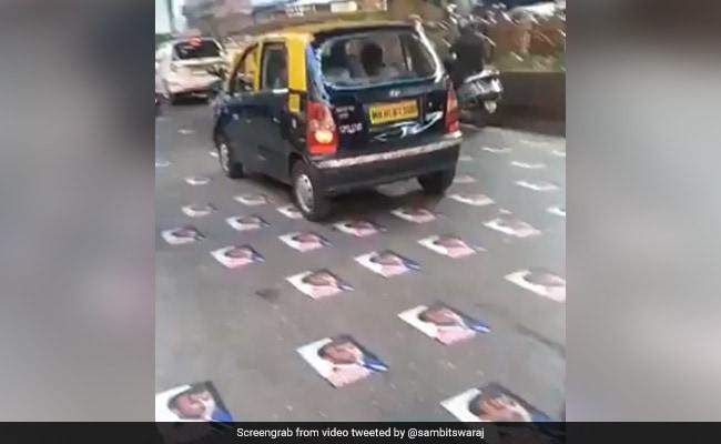 मुंबई की रोड पर फ्रांस के राष्ट्रपति मैक्रों के पोस्टर चिपके हुए मिले, पुलिस ने हटाया