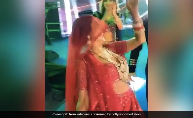 Neha Kakkar ने घूंघट ओढ़ अपनी शादी में 'नाच मेरी लैला' पर किया धमाकेदार डांस- देखें Video
