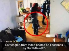 घर में घुसकर मां पर तानी बंदूक, तो 5 साल का बच्चा भिड़ गया हमलावरों से, बरसाए मुक्के और फिर - देखें Video