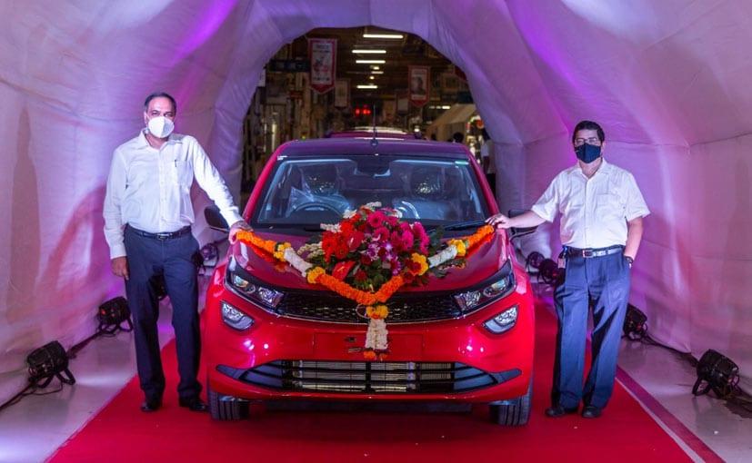 Shailesh Chandra, President, PV Business, and Rajendra Petkar, CTO at Tata Motors with the Altroz