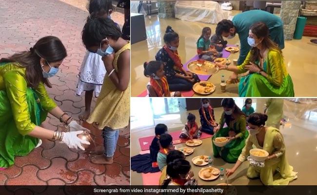 शिल्पा शेट्टी ने दुर्गा अष्टमी पर धोए कन्याओं के पैर, फिर आरती उतार कराया भोज, देखें Video