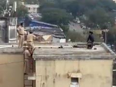 खुदकुशी के लिए बिल्डिंग की छत पर चढ़ गई लड़की, मुंबई पुलिस ने इस तरह बचाई जान