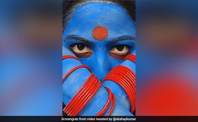 Akshay Kumar's Reaction To A Fan Who Recreated His Laxmmi Bomb Look
