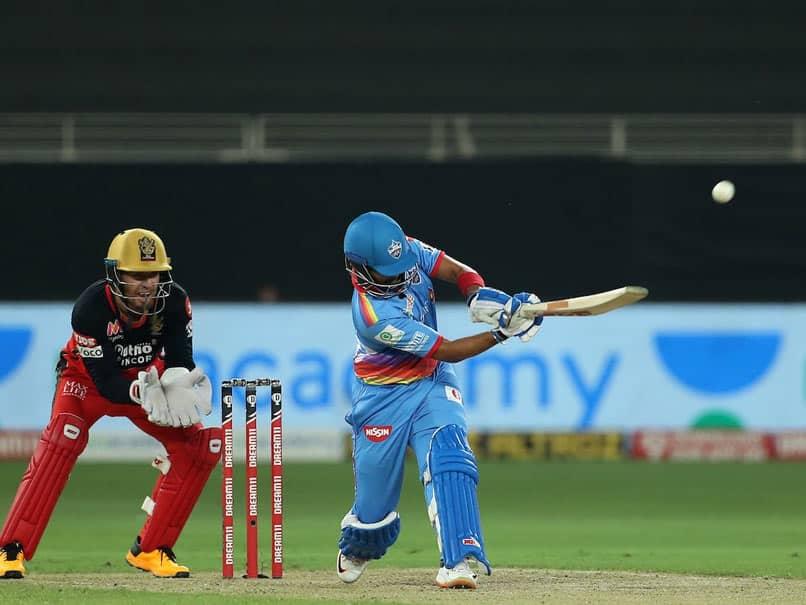 IPL 2020, RCB vs DC: Prithvi Shaw Impresses Sachin Tendulkar As Virat Kohli Almost Applies Saliva On Ball