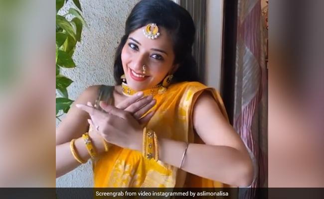 Monalisa ने षष्ठी पूजा पर पहनी येलो साड़ी, फिर यूं खूबसूरत अंदाज में किया डांस- धूम मचा रहा है Video
