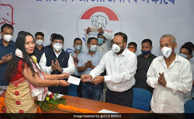 Noted Bhojpuri Singer Kalpana Patowary Joins Asom Gana Parishad