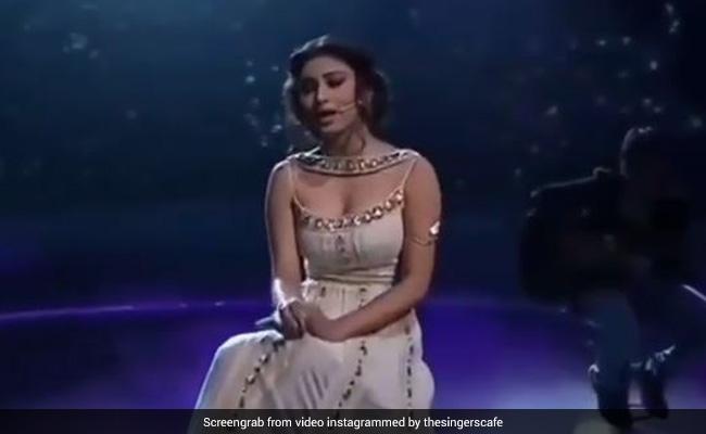 मौनी रॉय ने जब मलाइका अरोड़ा के सामने गाया था Sun Raha Hai Na Tu सॉन्ग, देखें थ्रोबैक Video