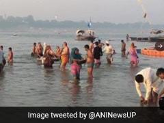 Sharad Purnima 2020: शरद पूर्णिमा के मौके पर प्रयागराज और वाराणसी में श्रद्धालुओं ने किया गंगा स्नान