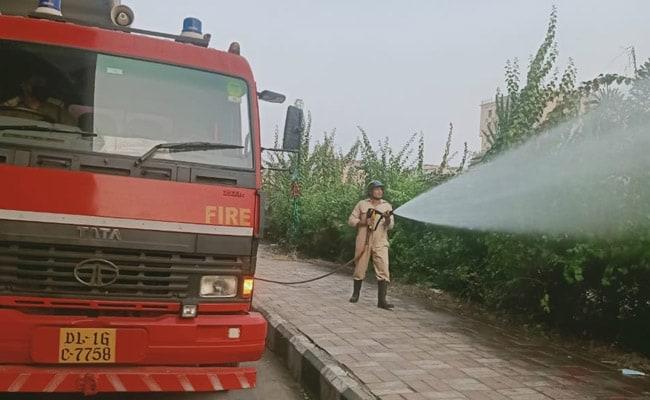 Firemen Sprinkle Water On Delhi Roads To Battle Capital's Air Pollution