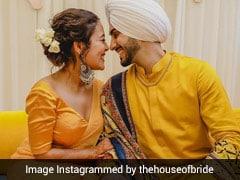 नेहा कक्कड़ की हल्दी और मेहंदी सेरेमनी की Photos हुईं Viral, येलो साड़ी में यूं दिखा खूबसूरत अंदाज