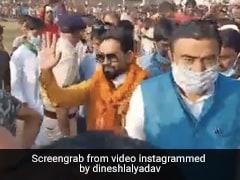 Nirahua बिहार में चुनाव प्रचार के लिए पहुंचे हेलिकॉप्टर से, जनता का यूं आया रिएक्शन- देखें Video