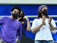 "IPL 2020: Shah Rukh Khan, Aryan And Gauri Were At KKR Vs RR Match In Dubai. Twitter Floored By Actor's ""New Look"""