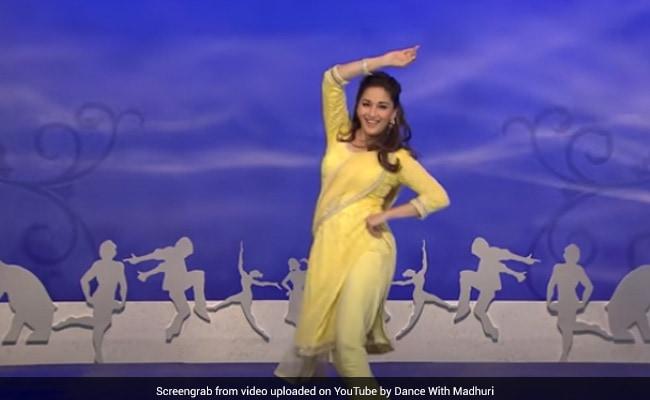 Madhuri Dixit ने 'आजा नचले सॉन्ग पर यूं किया बेहतरीन डांस, Video 2 करोड़ के पार