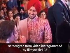 Neha Kakkar ने शादी में रोहनप्रीत सिंह के लिए गाया 'मैं तेरी हो गई' गाना, खूब Viral हो रहा है Video