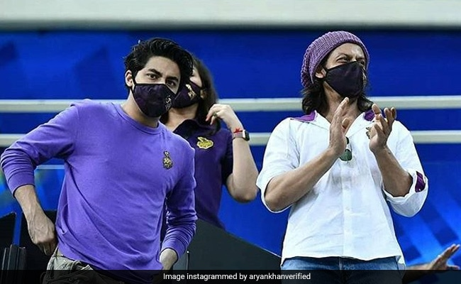 IPL 2020: Shah Rukh Khan, Aryan And Gauri Were At KKR Vs RR Match In Dubai. Twitter Floored By Actor's 'New Look'