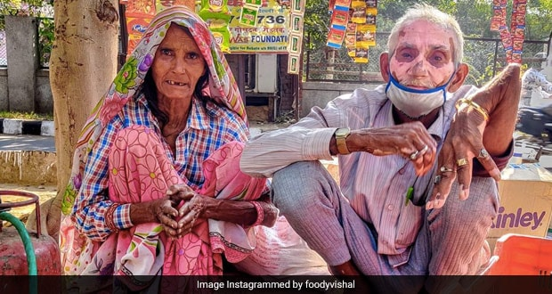 Viral: 70 Year-Old Tea-Seller With Broken Arm Moves Internet With His Story