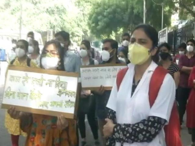 Video : Doctors Of Delhi COVID-19 Hospital On Strike Over Non-Payment Of Salaries