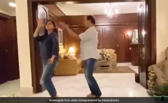 Neetu Kapoor Rehearses To Ghagra Song, Netizens Are Curious If It's For Alia-Ranbir's Wedding