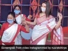 नुसरत जहां ने लाल साड़ी पहन दुर्गा पंडाल में किया पारंपरिक डांस, Video हुआ वायरल