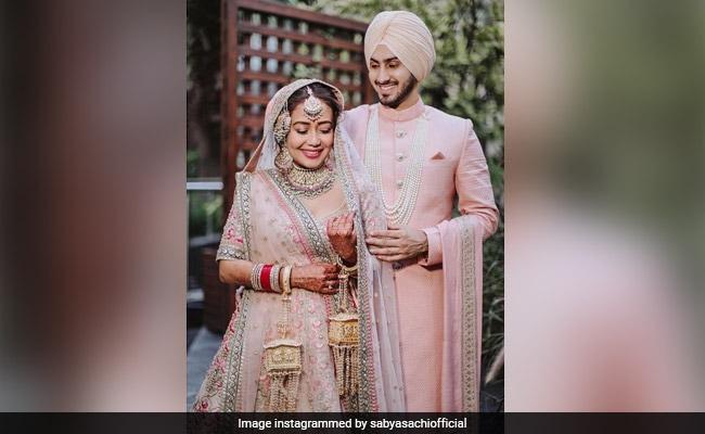 तेजस्वी सब्यसाची लेहेंगा कि नेहा कक्कर ने अपनी गुरुद्वारा शादी के लिए पहना था