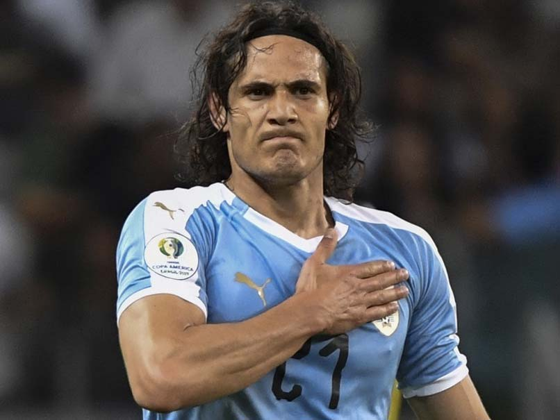 Manchester United sign free agent Cavani